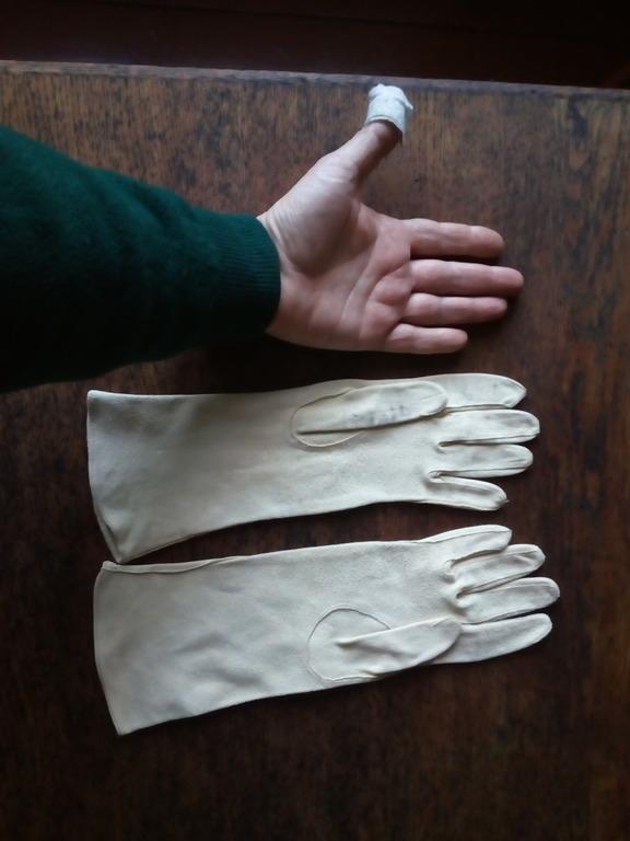кожаные перчатки малы