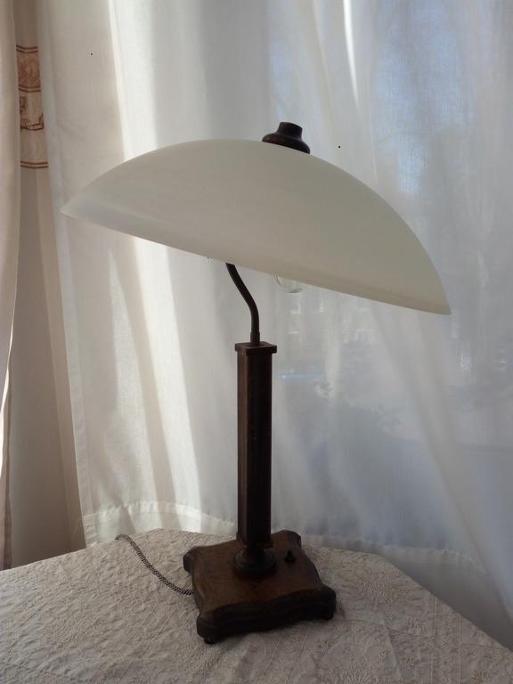 старая настольная лампа