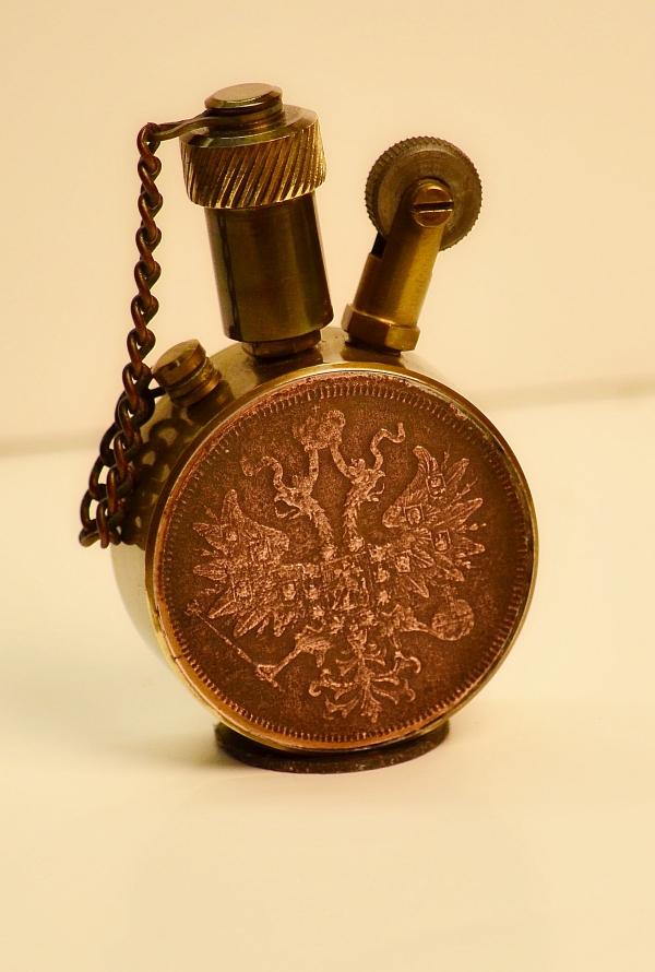 зажигалка с монетой